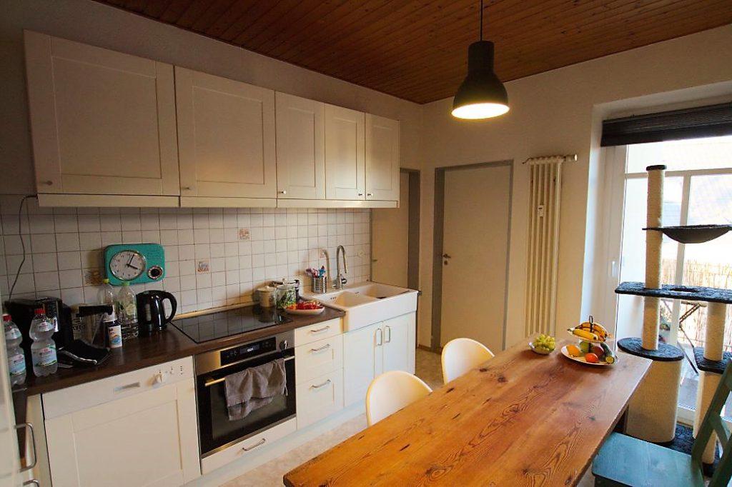 Küche mit Balkonzugang Norden